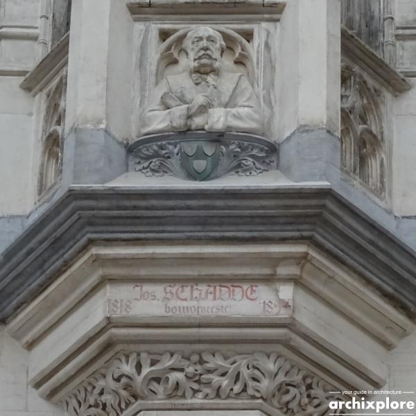 Handelsbeurs Antwerpen door architect Schadde - borstbeeld van Joseph Schadde