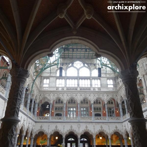 Handelsbeurs Antwerpen door architect Schadde - doorkijk naar binnenplaats