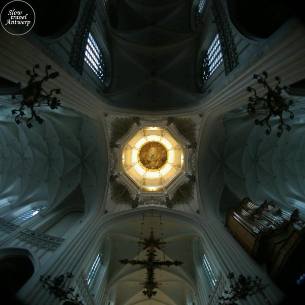 Onze-Lieve-Vrouw Kathedraal Antwerpen - zicht Vieringtoren schilderij Schut verlicht