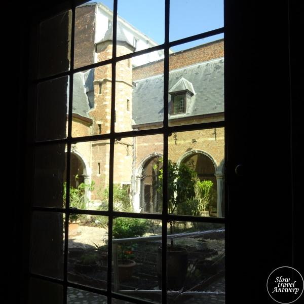 Museum Snijders & Rockoxhuis Antwerpen - doorkijk naar de binnentuin met pagaddertoren