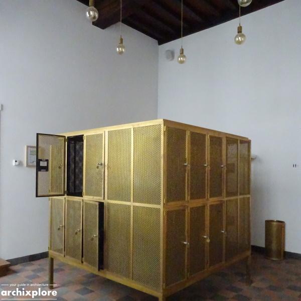 Leeszaal en depot Museum Plantin-Moretus Antwerpen - gang met lockers