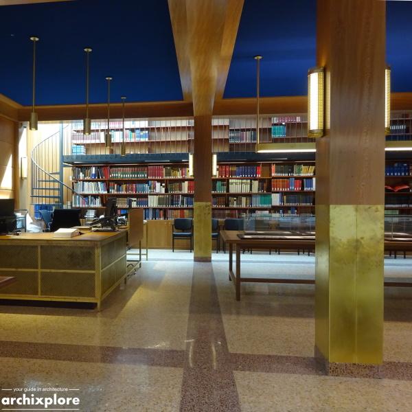 Leeszaal en depot Museum Plantin-Moretus Antwerpen - leeszaal met achteraan de handbibliotheek