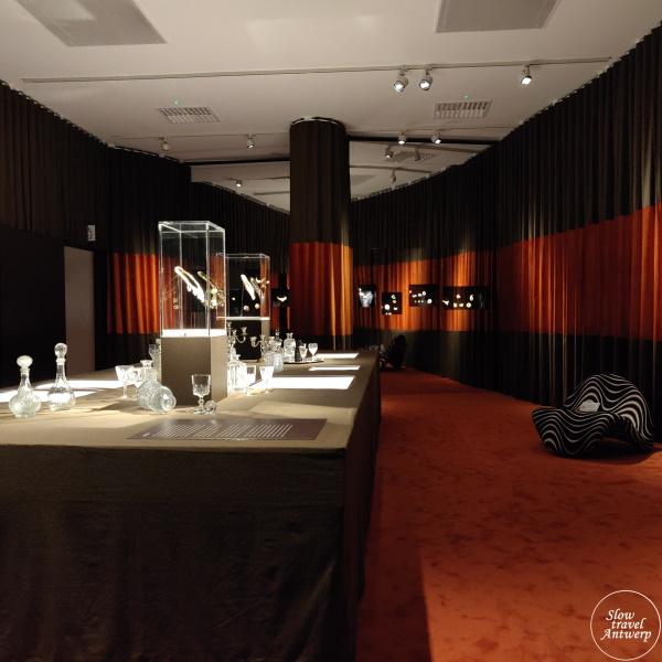 The Jeweller's Art. Revolutionaire juwelen uit de jaren 1960 & 1970 - DIVA Antwerpen - eerste zaal overzicht