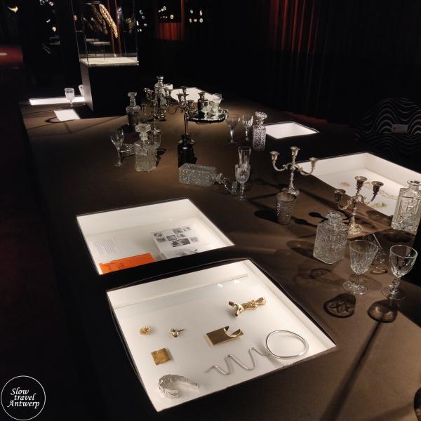 The Jeweller's Art. Revolutionaire juwelen uit de jaren 1960 & 1970 - DIVA Antwerpen - eerste zaal detail