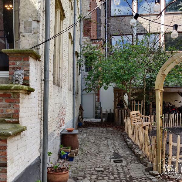 Zilversmidspand en Zilversmidgang Antwerpen - zicht op de deur naar de Hofkamer en Den Wolsack